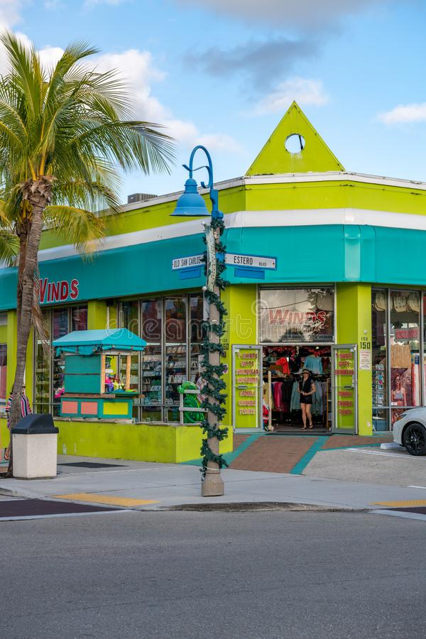 Winds Family Beachwear store en shop op Old San Carlos Blvd & Estero Blvd in Fort Myers Beach stock foto's