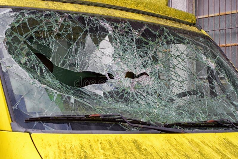 Windshiedld rotto Incidente stradale fotografia stock libera da diritti