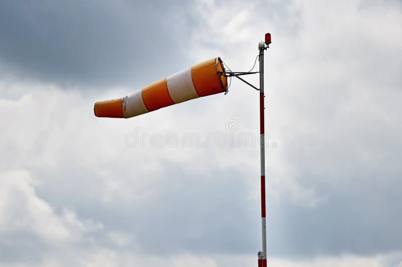 Windsock с небом overcast стоковая фотография rf