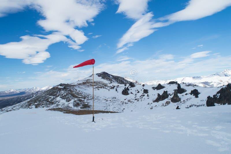 Windsock op de bergen van de Andes stock fotografie