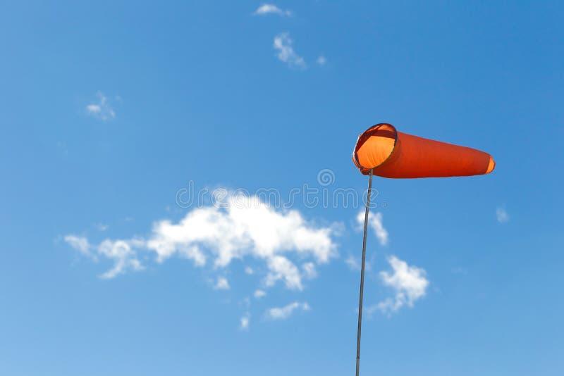 Windsock som används som vindriktningsindikator arkivbilder