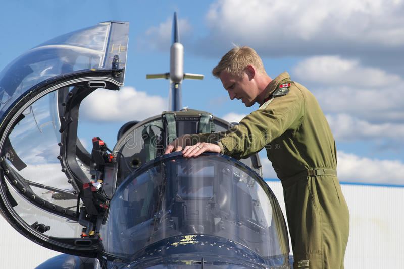 WINDSOR, CANADÁ - SEPT 10, 2016: Vista do jato militar canadense a foto de stock