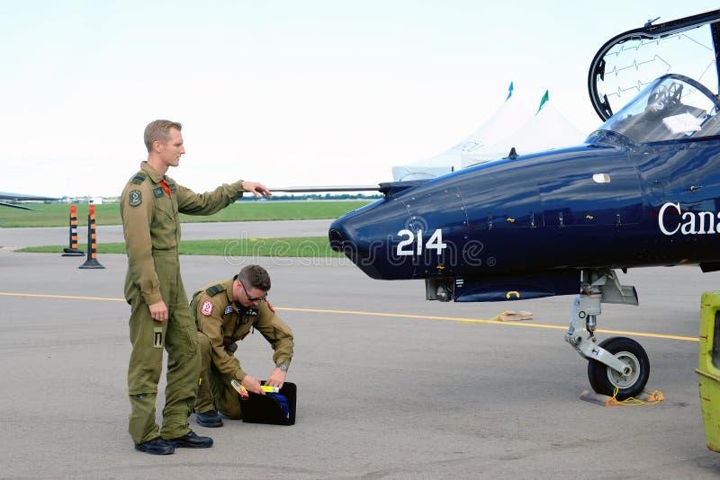WINDSOR, CANADÁ - SEPT 10, 2016: Vista do jato militar canadense a imagens de stock