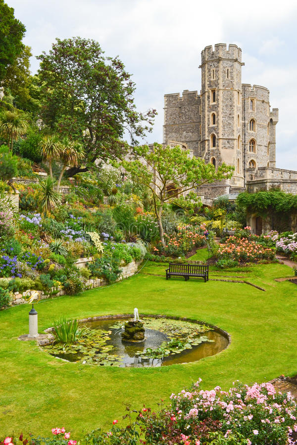 Free Windsor Castle And Garden Royalty Free Stock Photography - 21080407
