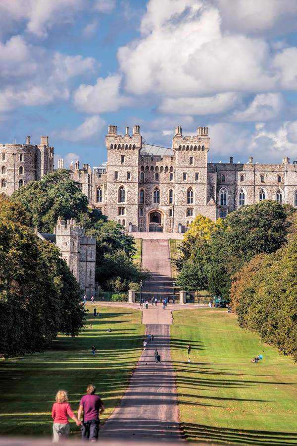 Free Windsor Castle With Garden Near London, United Kingdom Royalty Free Stock Image - 77189116