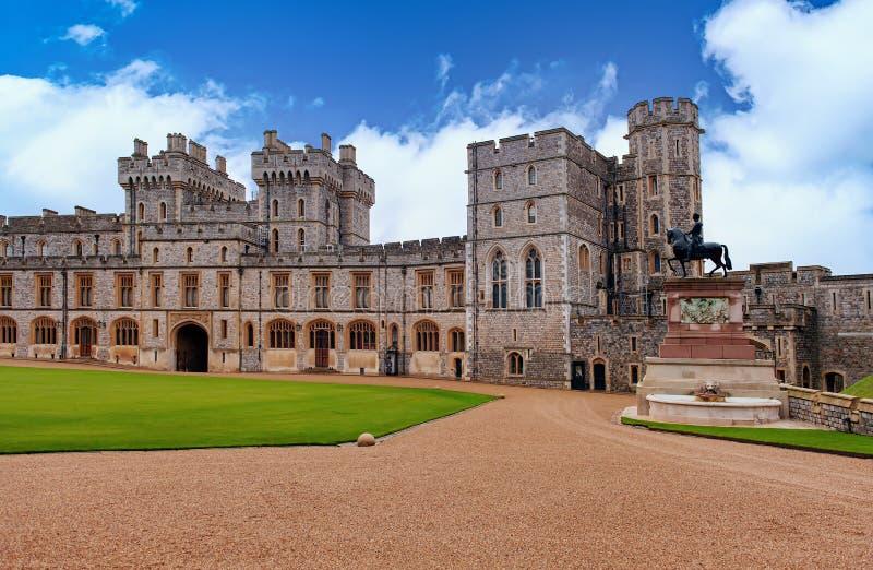 WINDSOR, ENGLAND Dezember 2014: Architektonische Fragmente des mittelalterlichen Windsor Castle Windsor Castle ist ein königliche stockfoto