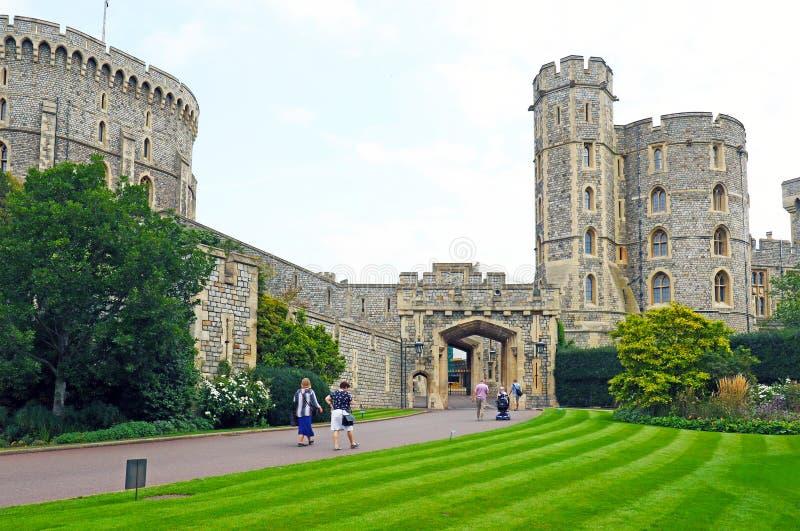 Windsor Förenade kungariket - Augusti 29, 2017: Sikten av medeltida Windsor Castle Windsor Castle är en kunglig uppehåll på Winds arkivbilder