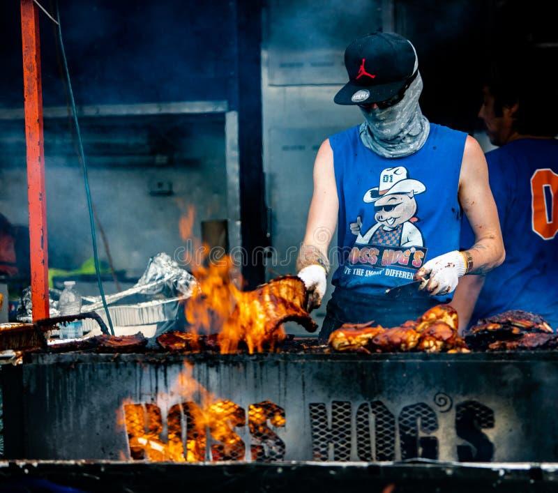 2019-06-01 Windsor, festival do alimento de Ont?rio Canad? Ribfest marca a grade puxada galinha do assado da carne de porco que c imagem de stock royalty free