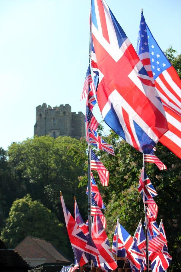 Windsor, Großbritannien, 5/19/2018: Briten und amerikanische Flaggen außerhalb Windsor ziehen sich für die Heirat von Meghan Mark stockfotos