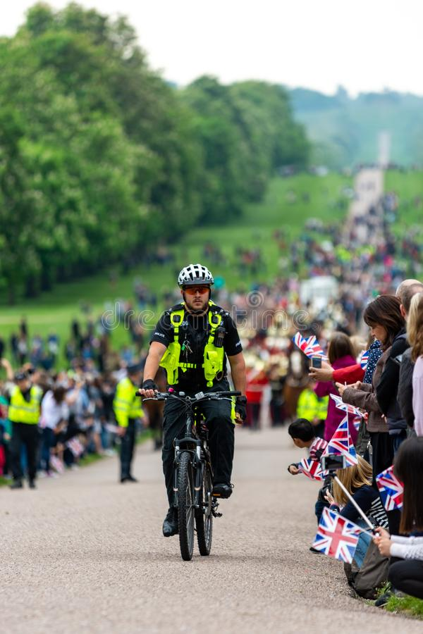 Windsor, het UK - 18 Mei 2019: De Huishoudencavalerie merkt hun vertrek van Comberme-Barakken royalty-vrije stock afbeelding