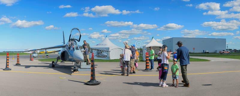 WINDSOR, KANADA - SEPT 10, 2016: Panoramiczny widok kanadyjczyk mil fotografia royalty free