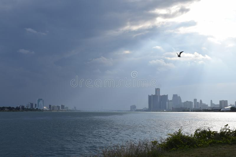 Windsor Ontario och Detroit Michigan horisonter royaltyfri foto