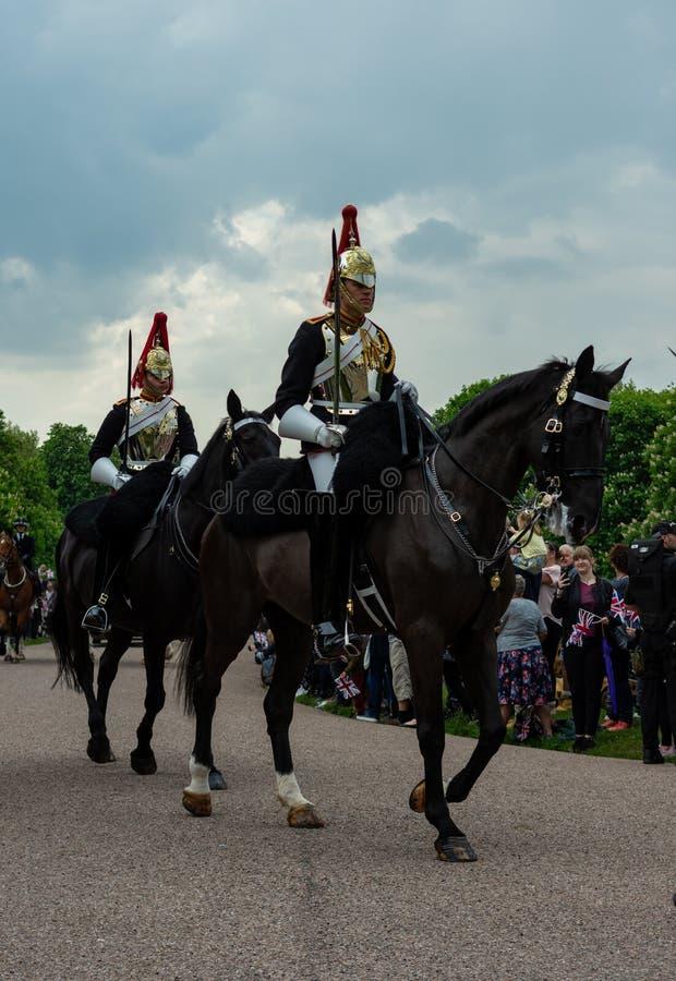 Windsor, R-U - 18 mai 2019 : La cavalerie de m?nage marquer leur d?part aux casernes de Comberme photographie stock