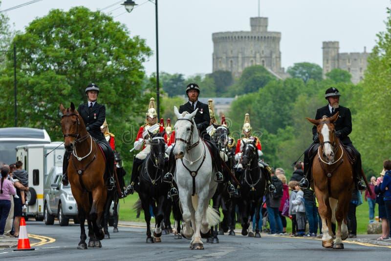 Windsor, Regno Unito - 18 maggio 2019: La cavalleria della famiglia segnare la loro partenza dalle caserme di Comberme fotografie stock