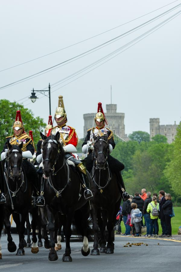 Windsor, Regno Unito - 18 maggio 2019: La cavalleria della famiglia segnare la loro partenza dalle caserme di Comberme fotografia stock