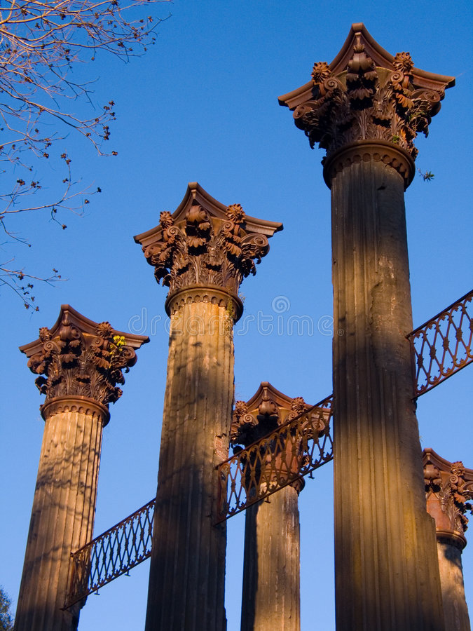 Free Windsor Ruins Columns Royalty Free Stock Photography - 3854897