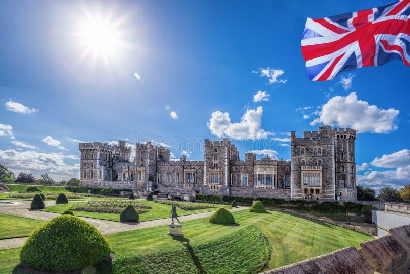 Windsor-Schloss mit Garten nahe London, Vereinigtes Königreich stockfotografie