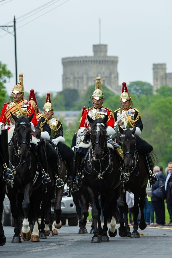 Windsor, UK - Maj 18 2019: Gospodarstwo domowe Koszaruje kawaleria zaznacza ich odjazd od Comberme obraz royalty free