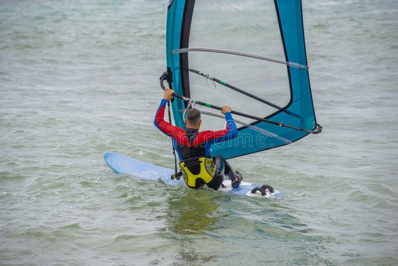 Windsurf, divertimento nel Mar Nero, Anapa, regione di Krasnodar, oceano estremo di sport immagini stock