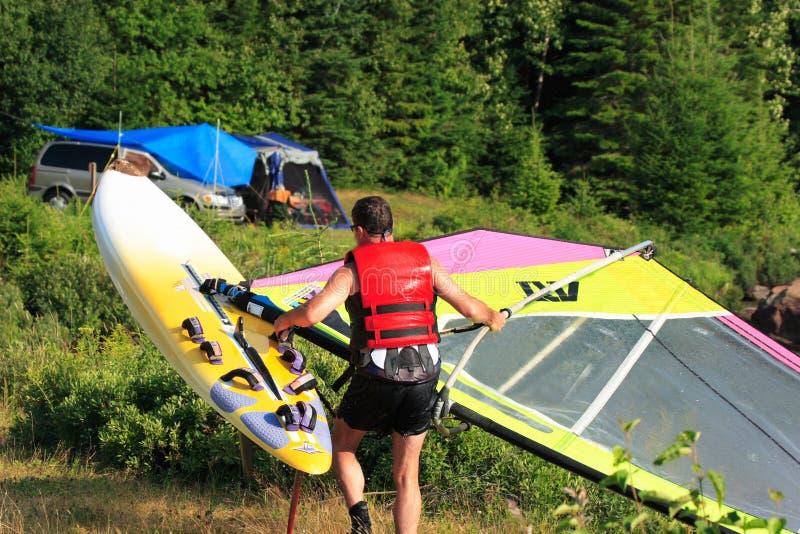 Windsurf y el acampar foto de archivo libre de regalías