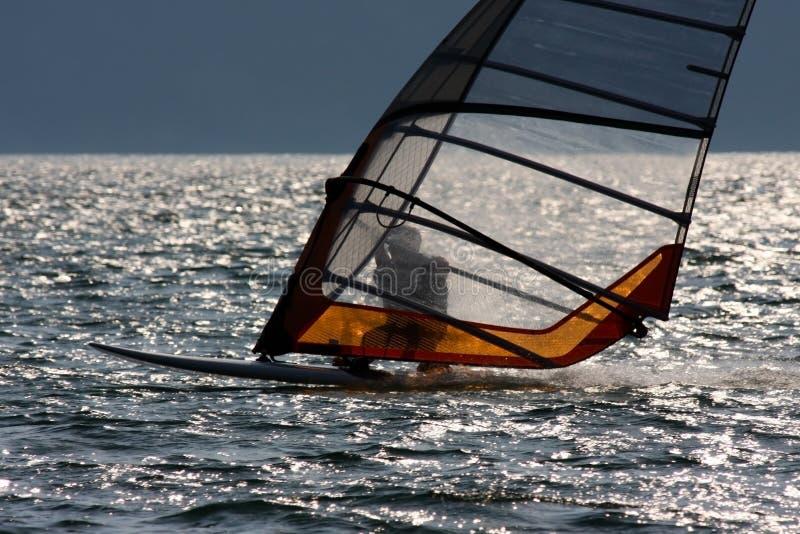 Windsurfer no lago Garda foto de stock royalty free