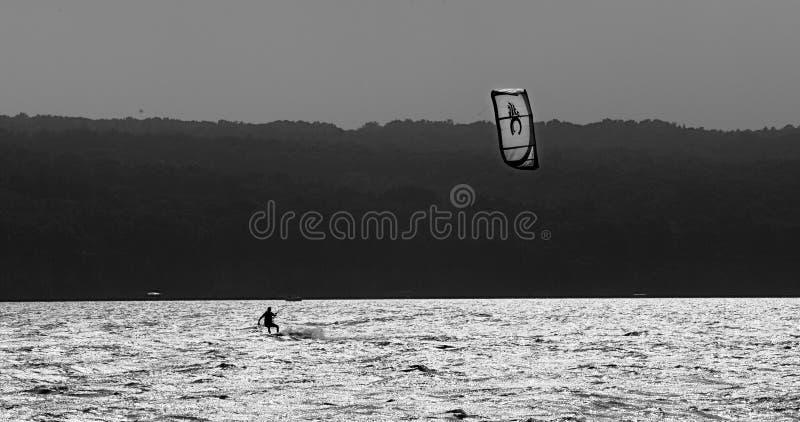 Windsurfer op Cayuga-Meer royalty-vrije stock foto's