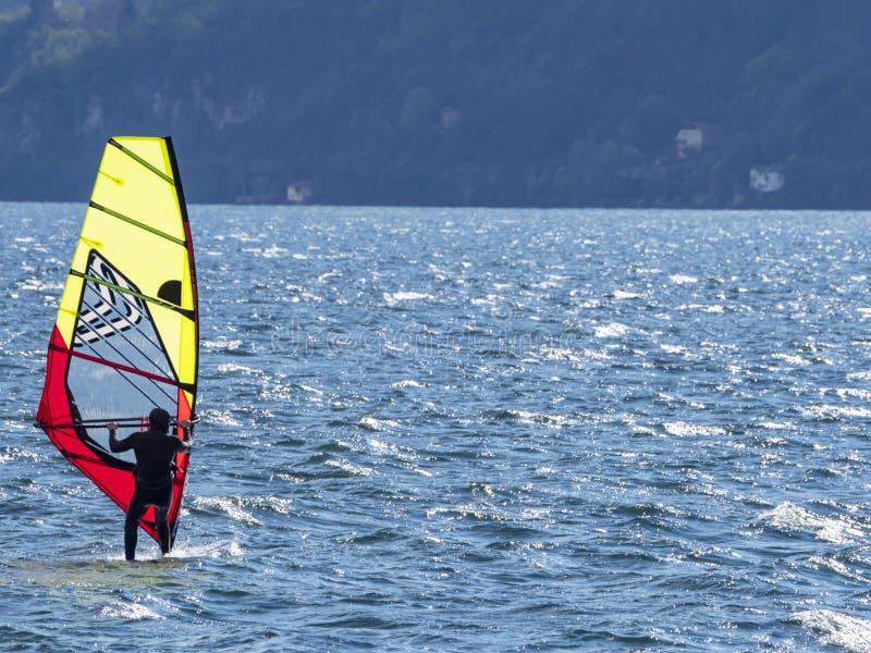 Windsurfer op Meercomo royalty-vrije stock foto