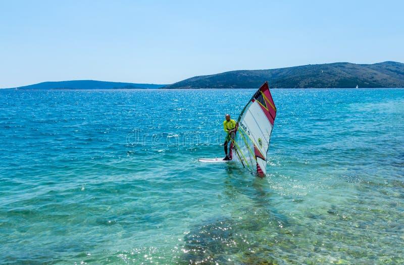 Windsurfing από την κροατική ακτή στοκ φωτογραφίες με δικαίωμα ελεύθερης χρήσης