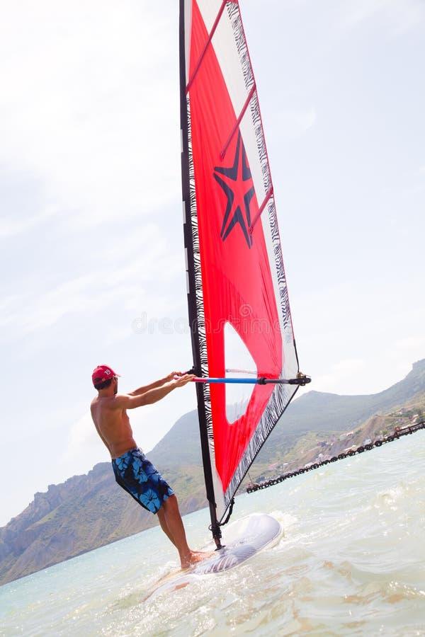 Windsurfing lizenzfreie stockfotos