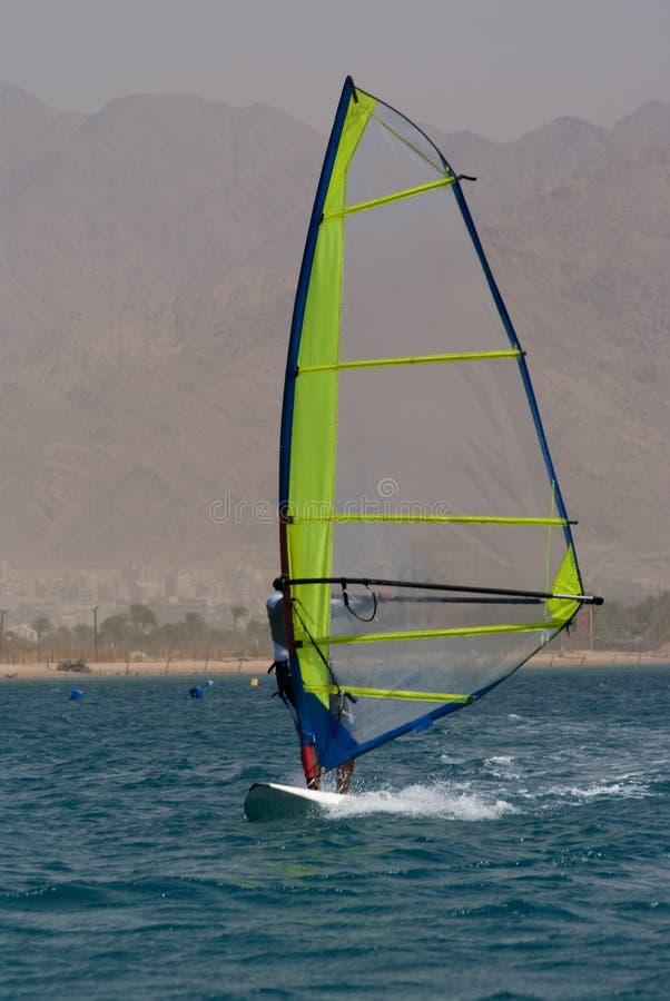 Windsurfing bei Eilat lizenzfreie stockfotografie
