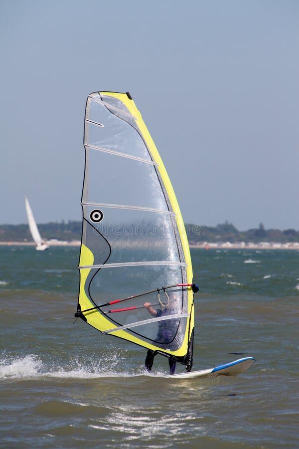 Windsurfing sur le Solent photographie stock libre de droits