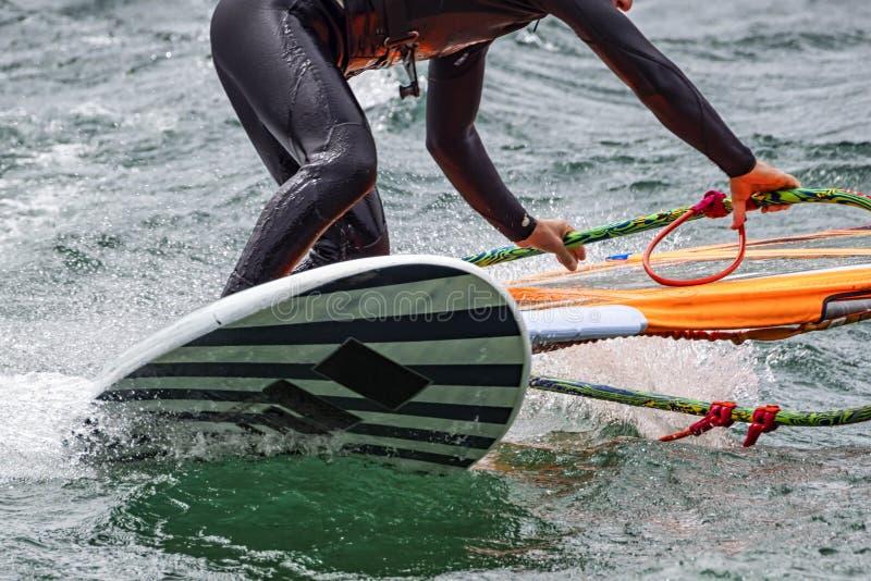 Windsurfingssc?ne op Meercomo stock fotografie