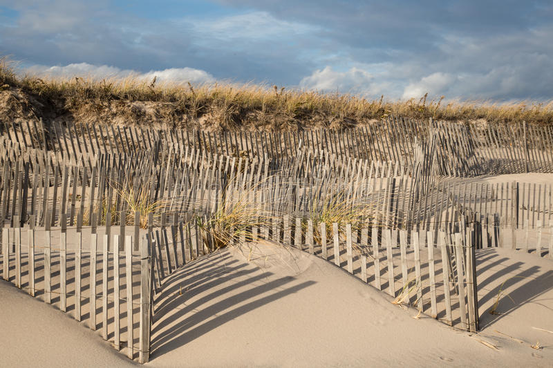 Windswept Zäune der Sanddüne in Ost-Hampton New York lizenzfreie stockfotografie