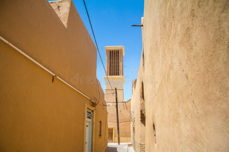 Windtower tipico fatto di argilla contenuta le vie di Yazd, Iran Queste torri, puntate su raffreddare le costruzioni nel deserto fotografia stock