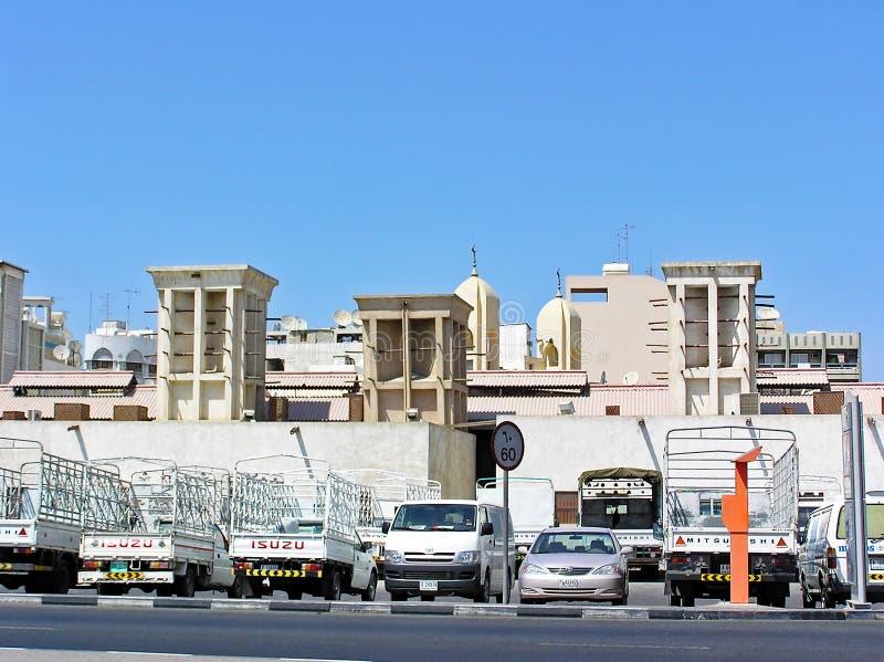 Windtowers tradizionali nel Dubai UAE immagini stock