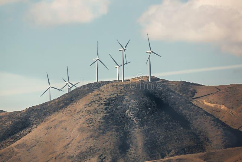 Download Windtubines op een heuvel stock foto. Afbeelding bestaande uit slag - 107706954