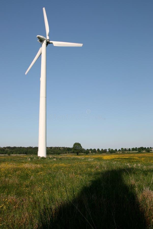Windturbine op het gebied stock afbeeldingen