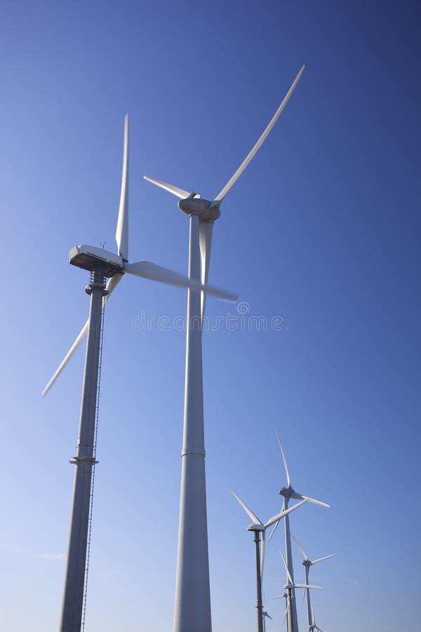 Windturbinen für grüne Energie lizenzfreie stockfotos