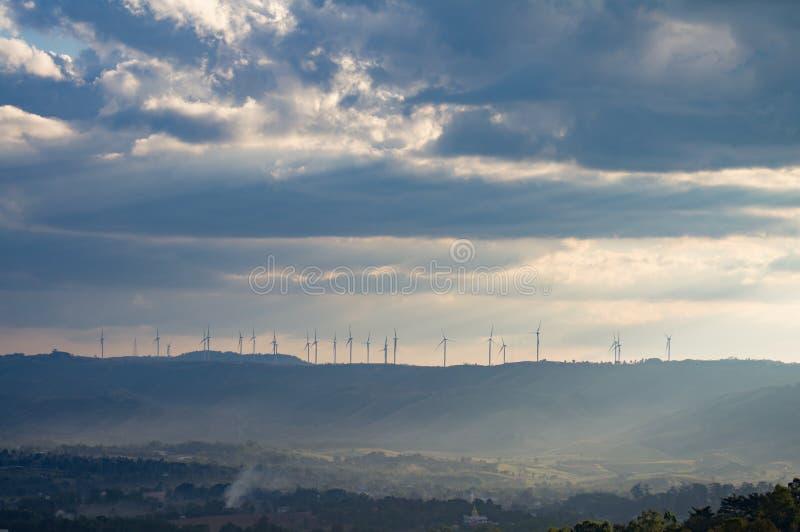 Windturbinen, gelbes Feld Kansas-Zustand USA E r stockbilder