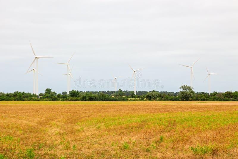 Windturbines in het platteland royalty-vrije stock foto's