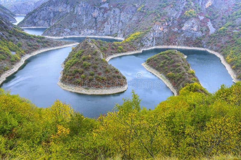 Windung des Uvac-Flusses, Serbien lizenzfreie stockbilder