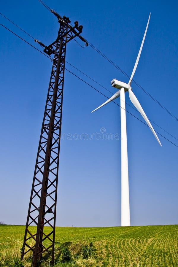 Windwill e tensione e cielo blu fotografie stock