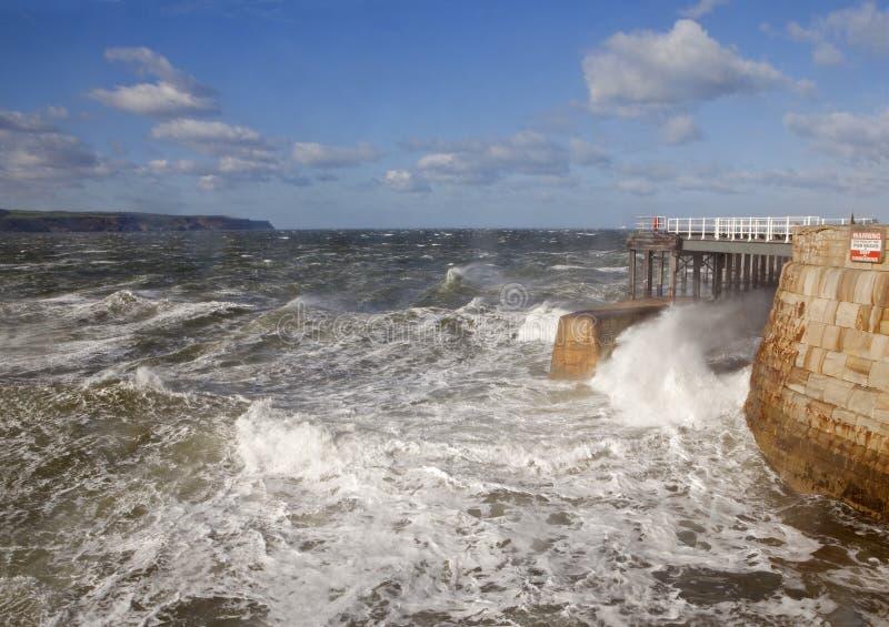 Windy Day dans Whitby photographie stock libre de droits