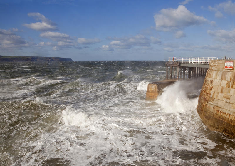 Windy Day i Whitby royaltyfri fotografi