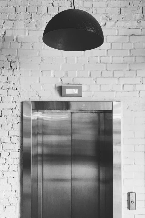 Windy drzwi, lampa nad zdjęcie stock