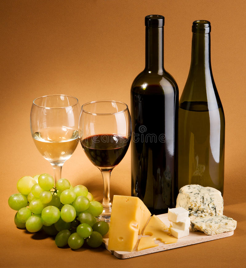 Free Wine And Cheese Still-life Royalty Free Stock Photo - 12429925