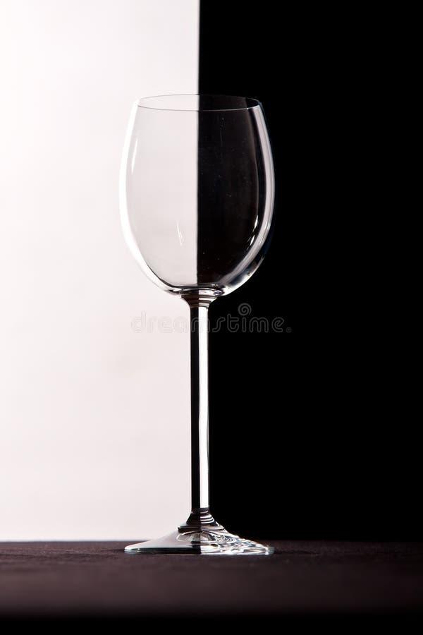 wine för crystal exponeringsglas för bakgrundscontrast royaltyfri fotografi