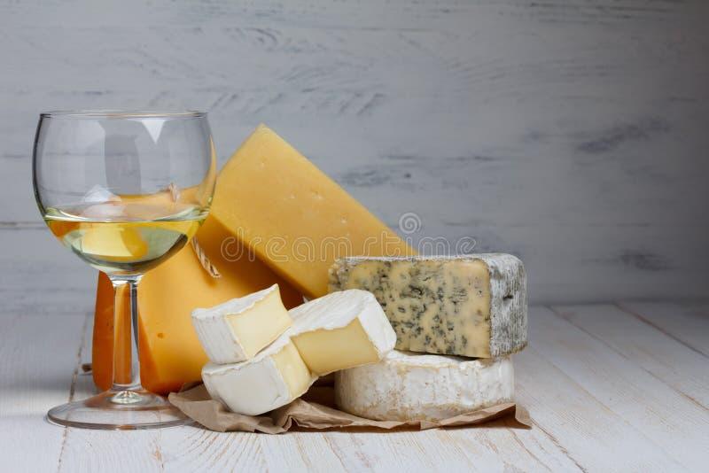 Wine och ost royaltyfria bilder