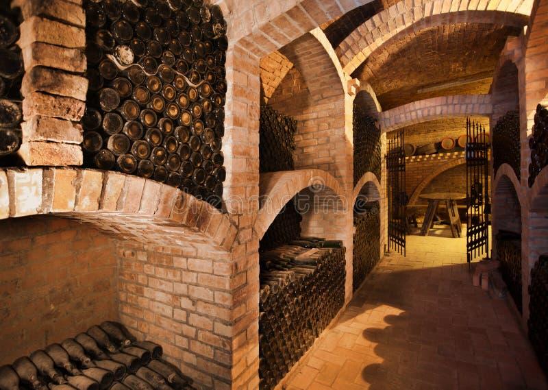 Download Winecellar photo stock. Image du wooden, restaurant, prise - 8658734