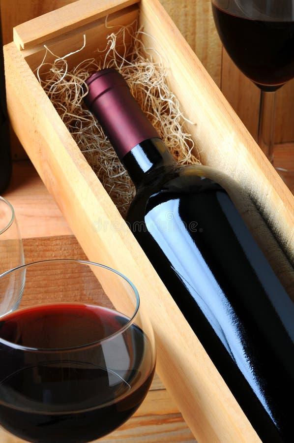 wineglass κρασιού κιβωτίων μπουκ στοκ εικόνα με δικαίωμα ελεύθερης χρήσης